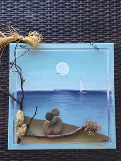 Couple on the shore gazing at the sea, rock art Stone Crafts, Rock Crafts, Seashell Crafts, Beach Crafts, Pebble Pictures, Art Pictures, Pebble Art Family, Rock And Pebbles, Rock Painting Ideas Easy