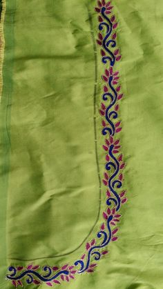 Designs in Machine Embroidery - Stitch Swag - Cozy Dog Suites - Embroidery Design Guide Hand Embroidery Dress, Aari Embroidery, Kurti Embroidery Design, Flower Embroidery Designs, Simple Embroidery, Machine Embroidery Designs, Embroidery Suits, Simple Blouse Designs, Blouse Designs Silk