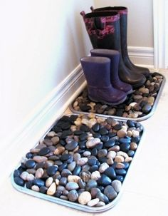 Simple Cookie Tray Boot Storage Don't like the bench idea? Keep it simple. Instead, rummage through your baking cupboards or the kitchen aisle of your nearest hardware store. Fill large rimmed cookie trays with small stones for a unique and clever boot drainage tray. When winter is over, simply hose out the dirt and wash off your pebbles for the spring.