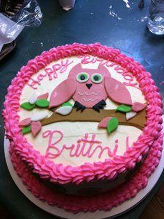 An owl themed cake.