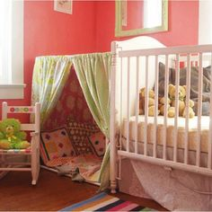 19 spielerische DIY Zelte für Kinder – – décor à la maison, conception de la salle et plus Girl Room, Girls Bedroom, Diy Zelt, Green Pillows, Daughters Room, Baby Room Decor, Kid Spaces, Kid Beds, Toddler Bed
