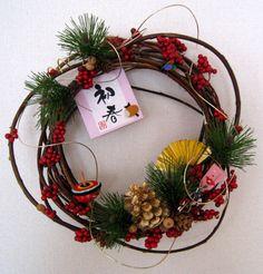 お正月飾り Christmas Flower Arrangements, Christmas Flowers, Christmas Wreaths, Christmas Decorations, Japanese Christmas, Japanese New Year, Chinese New Year Decorations, New Years Decorations, Japan Holidays