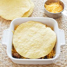 cooking tips - Taco Casserole For One think of it as a Mexican Lasagna Spicy ground beef and shredded cheddar cheese between crisp layers of crunchy tostadas and baked in the oven Top with salsa, sour cream and black olives An easy to assemble single s Single Serve Meals, Single Serving Recipes, Single Serve Desserts, Serving Dishes, Easy Taco Casserole, Casserole Recipes, Chicken Casserole, Casserole Dishes, Cooking For One
