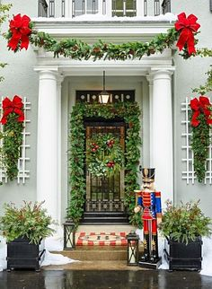 Hello Lovely – Inspiration for Interiors – Outdoor Christmas Lights House Decorations Christmas Garden, Christmas Porch, Christmas Lights, Christmas Fun, Christmas Wreaths, Christmas Quotes, Elegant Christmas Decor, Christmas Aesthetic, Country Christmas