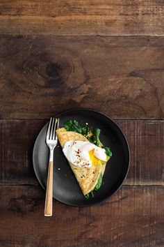 Garlicky Spinach Cornmeal Crepes with Poached Egg Spinach Pancakes, Crepes And Waffles, Vegetarian Recipes Dinner, Dinner Recipes, Healthy Recipes, Healthy Life, Healthy Eating, Healthy Food, Clean Eating