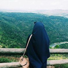 "MasyaAllah Tabarakallah . . saat orang lain Salah paham tentang dirimu Sedangkan engkau Tak mampu menjelaskannya Maka satu hal Yang mungkin mampu menghiburmu... . . ""sesungguhnya... Aku tidak akan dihisab oleh Allah Karena prasangkaanmu Tapi aku akan di adili olehNya Atas kenyataan perbuatanku"" . . HAPPY TO BE YOUR SELF .  Follow @FiqihMuslimah @FiqihMuslimah  .  #Muslimah #Hijarah #Cinta #Love #Hijab #Jilbab"