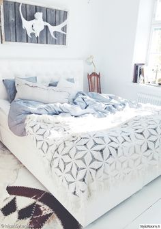 Blue and white dreamy bed Bedroom Inspo, Home Decor Bedroom, Home Design Decor, Loft, Beautiful Bedrooms, Dream Bedroom, Apartment Living, Home Fashion, Room Inspiration