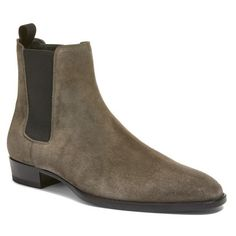 Men's Saint Laurent Wyatt Chelsea Boot (2.985 BRL) ❤ liked on Polyvore featuring men's fashion, men's shoes, men's boots, bronze suede, mens shoes, yves saint laurent mens boots, mens boots, mens beatle boots and yves saint laurent mens shoes