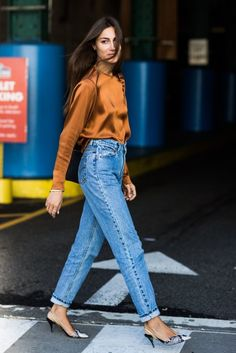 giorgia tordini More York Fashion Week Clothing Style Blue Jeans Street Style 40 Best Autumn Winter Fashion Trends For 2019 Spring Fashion Outfits, Denim Fashion, Winter Fashion, Couture Week, Jeans Boyfriend, Mom Jeans, Girlfriend Jeans, Boyfriend Style, Denim Jeans
