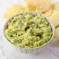 Best Homemade Guacamole - The most delicious homemade guacamole recipe that takes just 10 minutes to make Perfect easy appetizer avocado guacamole healthy healthyrecipes appetizers mexicanfoodrecipes healthyfood recipes recipevideo videos iheartnaptime # Mexican Food Recipes, Vegetarian Recipes, Cooking Recipes, Healthy Recipes, Cooking Tips, Indian Recipes, Best Avocado Recipes, Cooking Steak, Cooking Bacon