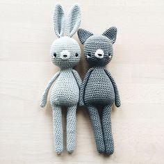 [the rabbit is finished. With tiny cheeks 😊] Ich habe den Tierchen nun Wangen verpasst, weil das ständige Auftragen von Rouge nervt. 🙃 Habt ihr wünsche für Farben? ~ #amigurumi #amigurumis #crochet #häkeln #rabbits #craftastherapy #crochetlove #crochetcat #makersgonnamake #hekling #amigurumitoy #crocheting #crocheted #croché #hekling #virka #crochetersofinstagram #instacrochet #crochetpattern #amigurumilove #yarn #crochetaddict #ilovecrochet #doll #crochetdoll #crochetdolls #kidsroomdecor…
