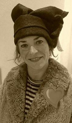 Cappello scultura in tessuto, ideato e realizzato da Filonellamente by Silvia Silvan.