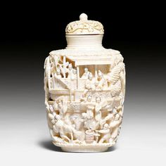 A large ivory snuff bottle. Finely carved with figural scenes in a temple with terraces and garden. In Memory Of Dad, Bottle Box, Antique Perfume Bottles, Small Bottles, Chinese Antiques, Art Furniture, Stone Carving, Chinese Art, Trinket Boxes