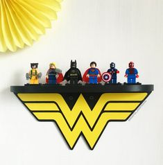 Estante de madera Wonder Woman
