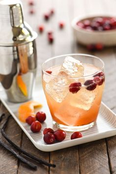 Cranberry Vanilla Gin Spritzer - Embrace autumn flavors with this refreshing, bubbly gin cocktail. Can also be made with vodka!