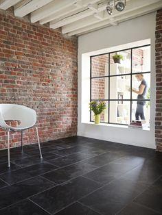 Slate tiles and thin facing bricks as finish materials to add thermal storage? Granite Flooring, Brick Flooring, Grey Flooring, Kitchen Flooring, Floors, Red Brick Tiles, Black Brick Wall, Slate Tiles, Black Slate Floor