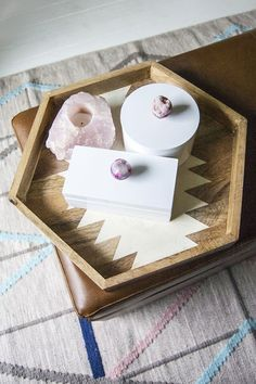 Make an easy but beautiful DIY geode jewelry box with this tutorial.