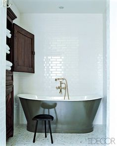 love the tub with that wall behind it