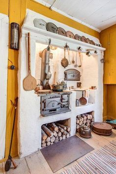 An outdoor kitchen can be an addition to your home and backyard that can completely change your style of living and entertaining. Rustic Kitchen, Vintage Kitchen, Kitchen Decor, Kitchen Design, Old Stove, Vintage Stoves, Tiny House Cabin, Kitchen Stove, Home Kitchens