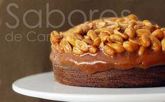 Sabores de Canela: Bolo de chocolate coberto de amendoim e caramelo