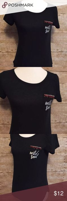 """Juniors Hollister """"Wild Soul"""" Black Pocket Tee Very good condition for this preowned  Hollister Basic Black Tee. Trendy with patch pocket on left Bust embellished with """"Wild Soul"""".  Short sleeves, rounded hemline.  Fabric:  60% Cotton, 40% Polyester  Measurements  Bust (laying flat):  16"""" Length:  26"""" Hollister Tops Muscle Tees"""