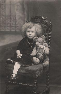 Плюшевые мишки и их дети: только для сентиментальных. И тех, кто любит старые фото. - Чаепитие в склепе