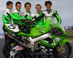 Motos Kawasaki, Kawasaki Motorcycles, Racing Motorcycles, Kawasaki Ninja, Moto Car, Old Bikes, Super Bikes, Road Racing, Motogp