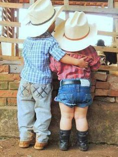 Country Kids - Little cowboy with his arm around his little cowgirl. Little Cowboy, Cowboy And Cowgirl, Little Boys, Cowboy Pics, Cowgirl Baby, Cowboy Gear, Precious Children, Beautiful Children, Baby Kind