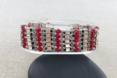 This free beaded bracelet pattern uses Swarovski crystal beads and glass cube beads to make a sleek and sparkling cuff bracelet.