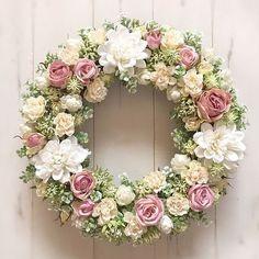 Wreath Crafts, Diy Wreath, Door Wreaths, Vintage Wreath, Deco Floral, Funeral Flowers, Summer Wreath, How To Make Wreaths, Flower Decorations