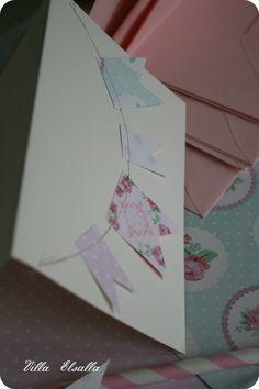 DIY birthday invitation card with card board pennant string. Cut and sew! http://villaelsalla.blogaaja.fi/viirinauha-kutsukortit/