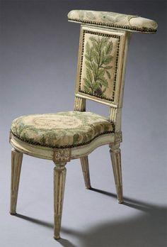 1775-1789 Voyelle en hêtre estampille de Dupain - Epoque Louis XVI - Crédit aguttes.com