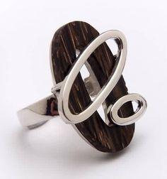 anillo en plata y madera