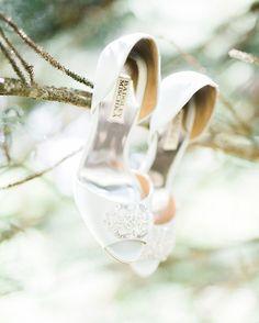 Badgley Mischka Wedding Shoes | http://brideandbreakfast.ph/2015/08/03/light-and-loveliness/ | Photography: Toto Villaruel