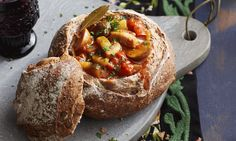 Goulash is het ultieme comfort food en deze variant van Yvette van Boven al helemaal.