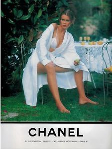 Tribute to Vintage Chanel at Luxury & Vintage Madrid , the best online selection of luxury clothing Claudia Schiffer, Dior Vintage, Vintage Vogue, Vintage Fashion, Chanel Fashion, Vogue Fashion, Techno, Images Esthétiques, Vogue Covers