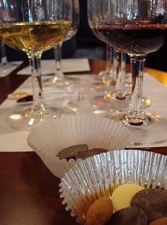 Pairing wines and chocolate, specially at the Valentine, is a very smart idea.