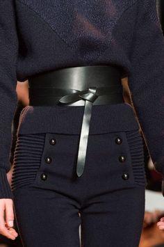 That Isabelle Marant belt. Moda Fashion, Fashion Week, High Fashion, Fashion Looks, Fashion Outfits, Womens Fashion, Paris Fashion, Fashion Trends, Fashion 2015