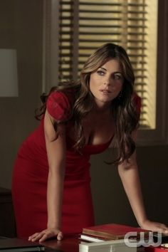 """""""The Fasting And The Furious"""" GOSSIP GIRL Pictured Elizabeth Hurley as Diana Payne PHOTO CREDIT: GIOVANNI RUFINO/Warner Brothers ©2011 THE CW NETWORK. ALL RIGHTS RESERVED"""
