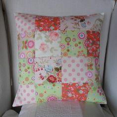Housse de coussin en patchwork, fleurs et pois, pastel: rose, corail, vert