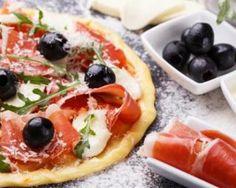 Mini pizzas du sud parmesan, mozzarella et jambon cru : http://www.fourchette-et-bikini.fr/recettes/recettes-minceur/mini-pizzas-du-sud-parmesan-mozzarella-et-jambon-cru.html