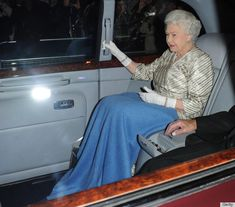Queen Elizabeth II Gets To Shamelessly Wear Blankets In Public, Because She's… Royal Queen, Queen Mary, Queen B, English Royal Family, British Royal Families, Princess Elizabeth, Queen Elizabeth Ii, Windsor, Duchess Of York