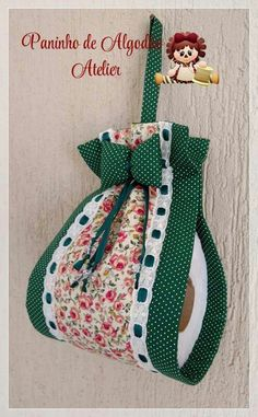 Porta rolo papel higiênico - Best Sewing Tips Fabric Crafts, Sewing Crafts, Sewing Projects, Plastic Bag Holders, Decoration Table, Flower Crafts, Sewing Hacks, Sewing Tips, Floral Embroidery