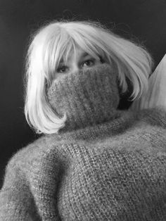 Thick Sweaters, Cashmere Sweaters, Gros Pull Mohair, Handgestrickte Pullover, Angora Sweater, Body Shots, Vintage Knitting, Furs, Etiquette