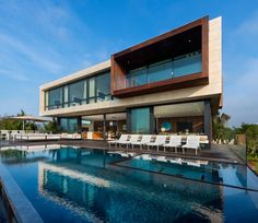 Contemporary oceanfront property in Sagaponack