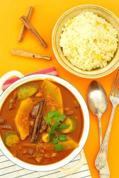 Spis det nye året inn med en lett og mettende vegetarisk tagine! Denne marokkanske gryteretten er rask og enkel, spicy og varmende. Fylt med tørket frukt, kikerter og gresskar og servert med sitroncouscous, er dette din nye hverdagsfavoritt! http://www.gastrogal.no/vegetarisk-tagine/ #Couscous, #Gresskar, #Grønnsaksgryte, #Kikerter, #Marokkansk, #MarokkanskGrønnsaksstuing, #RasElHanout, #Tagine, #Vegetarisk, #Veggis