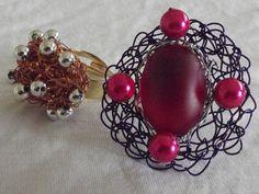 Anel regulável em crochê de fios de metal , cobre esmaltado em roxo( fio importado),bordado com chaton.