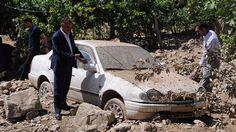 Hakkari'nin Çanaklı Köyü'nde etkili olan sağanak yağmur sele neden oldu.