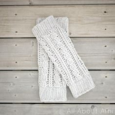 All About Ami: Cabled Legwarmers/Boot Cuffs - free crochet pattern by Stephanie Lau Crochet Boot Cuffs, Crochet Leg Warmers, Baby Leg Warmers, Crochet Boots, Crochet Mittens, Crochet Gloves, Crochet Slippers, Hand Warmers, Crochet Headbands