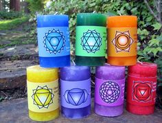 All Seven Chakra Candles are made with Essential Oils and Affirmations. These are Natural Aromatherapy Candles. The smells are unbeatable! Diy Aromatherapy Candles, Aromatherapy Oils, Therapeutic Essential Oils, Pure Essential Oils, Reiki Chakra, Chakra Healing, Healing Crystals, Oil Candles, Pillar Candles